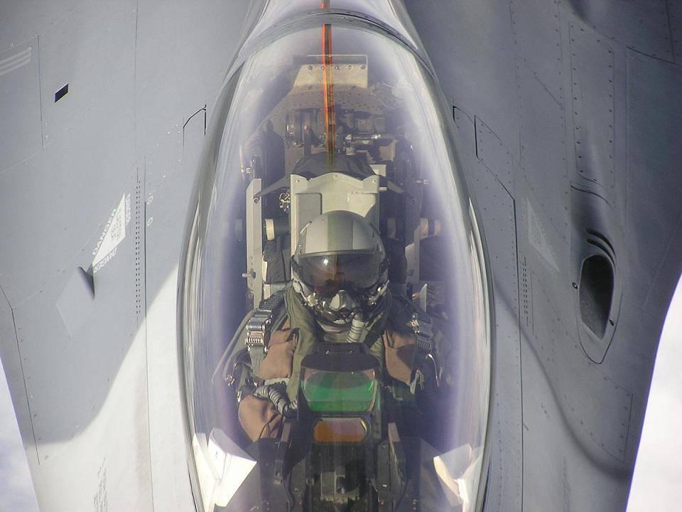 F16 cockpit.jpg